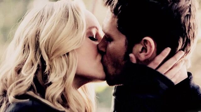 File:Caroline and Klaus kiss 1x11.jpg