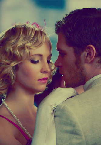 File:Caroline and Klaus 3x20.png