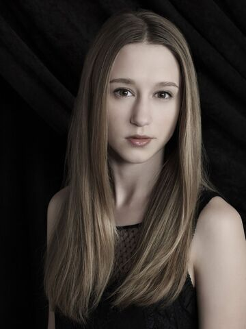 File:Taissa-farmiga-at-american-horror-story-coven-season-3 1.jpg