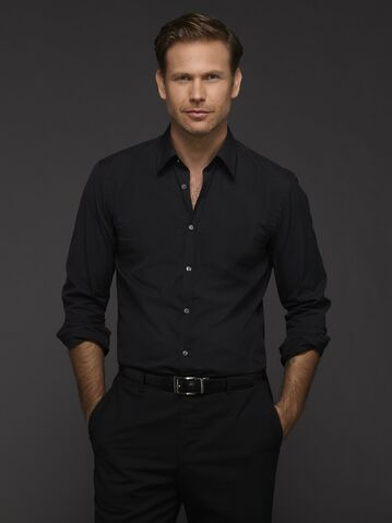 File:Alaric-Saltzman-season-6-official-picture-the-vampire-diaries-37569974-2249-3000.jpg