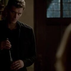 Klaus ready to dagger Rebekah - AGAIN