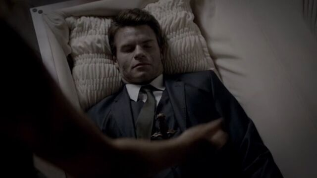 File:Elijah 6 TO 1x02.jpg
