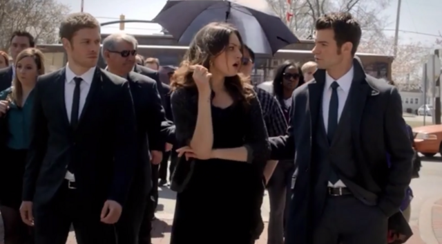 File:Klaus-Hayley and Elijah 1x20...png