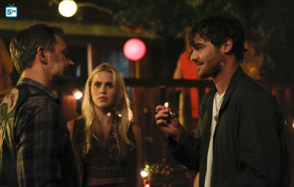 File:Aquarius-episode-101-claire-holt(a).jpg