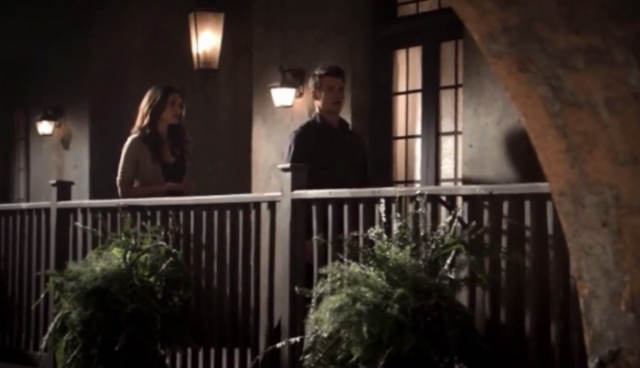 File:Hayley-Elijah in 1x11.png