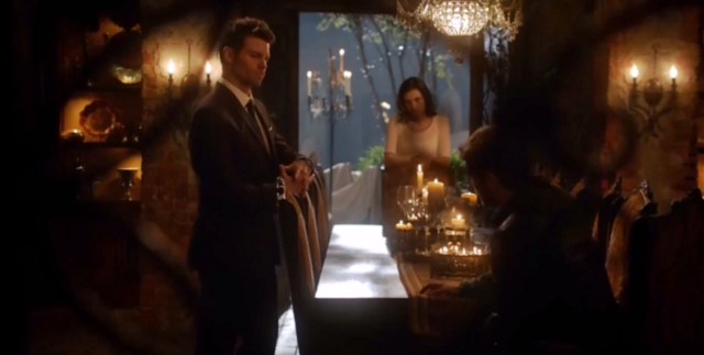 File:Elijah-Hayley and Klaus 2x01-.png