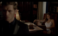 1x03-Hayley tells Klaus they are having a girl