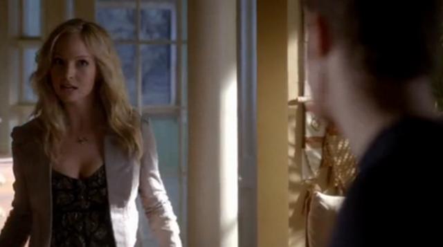 File:Caroline talking with Stefan in 4x8..png