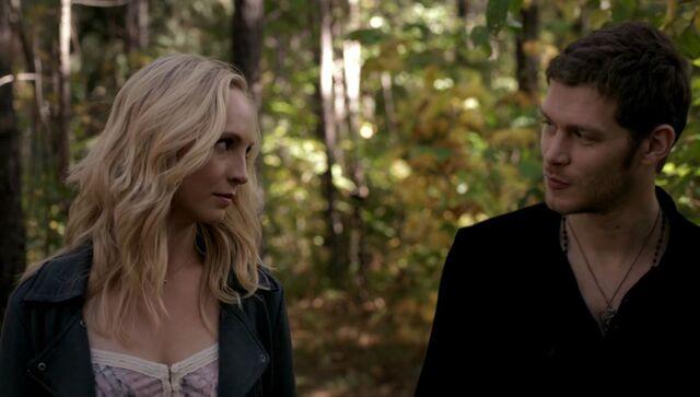 File:Caroline and Klaus walking 5x11.jpg