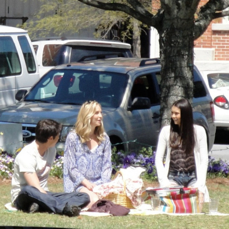 File:Candice-on-set-of-The-Vampire-Diaries-2x22-As-I-Lay-Dying-candice-accola-20951274-450-449.jpg