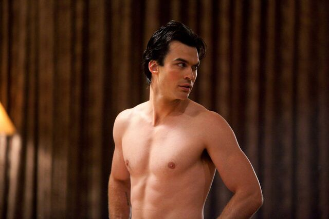 File:Damon shirtless.jpg