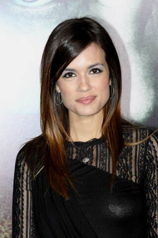 File:Torrey-DeVitto-photo-rite-premiere3.jpg