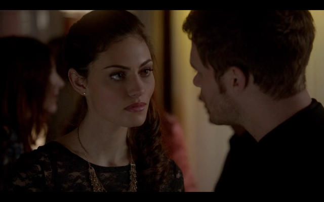File:1x18-Klaus and Hayley discuss werewolves 5.png