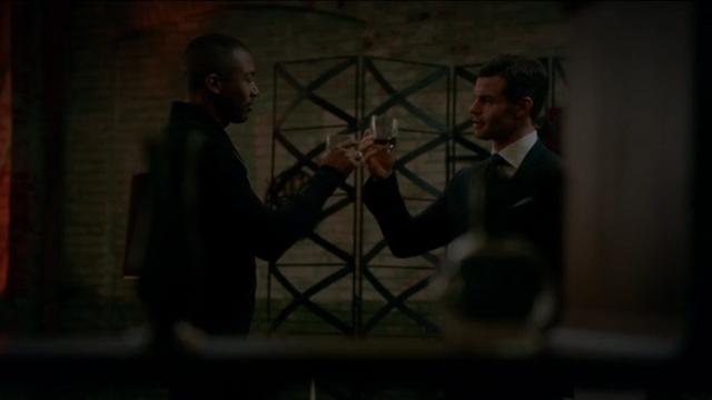 File:The Originals Season 3 Episode 10 A Ghost Along the Mississippi Marcel & Elijah drinking.png