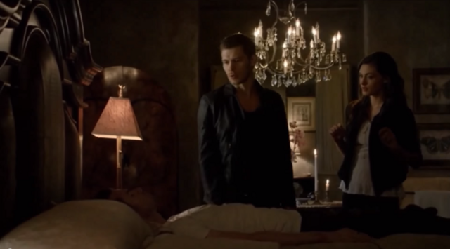 File:Elijah-Klaus-Hayley 2x07.png