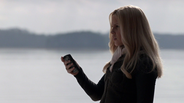 File:Rebekahcellphone.png