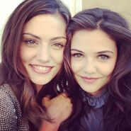 Phoebe-tonkin-and-danielle-campbell