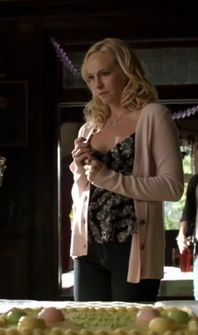 File:Caroline Forbes clothes 6x13.png