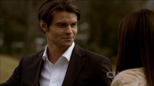 File:Elijah-and-Elena-in-Klaus-2x19-elijah-and-elena-21741428-1921-1080.jpg