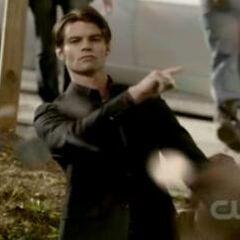 Elijah wirft die Münzen...