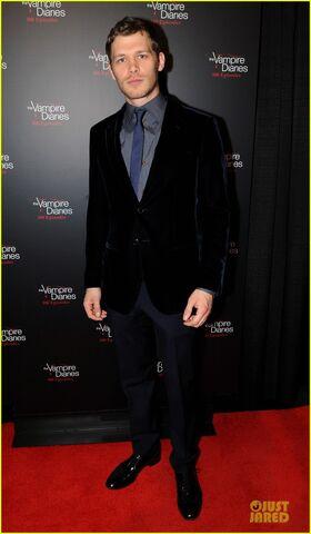 File:Ian-somerhalder-nina-dobrev-vampire-diaries-100th-episode-celebration-11.jpg