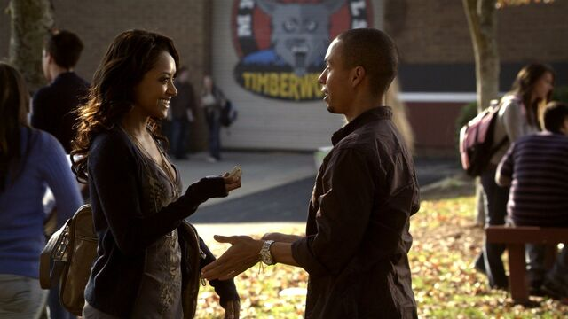 File:Bonnie and Luka Channeling TVD 2x10.jpg