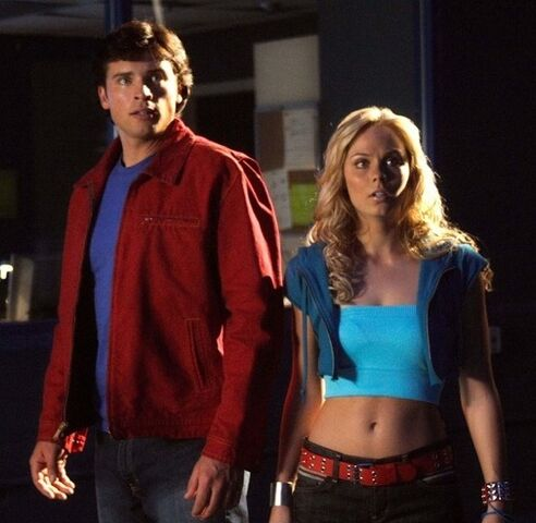 File:Smallville-Tom-Welling-and-Laura-Vandervoort-31-8-10-kc.jpg