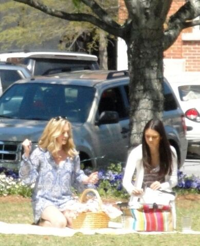 File:Candice-on-set-of-The-Vampire-Diaries-2x22-As-I-Lay-Dying-candice-accola-20951287-450-554.jpg