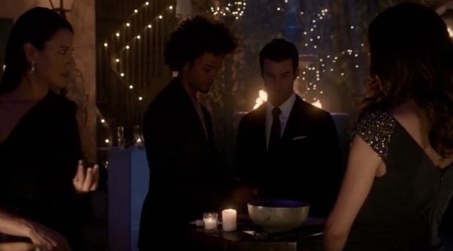 File:Francesca-Diego-Elijah-Hayley 1x17.png