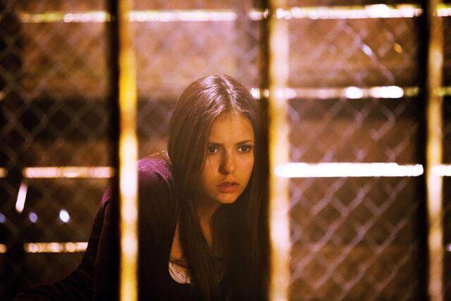 File:Vampire-diaries-season-4-growing-pains-first-look-vamp-elena.jpg