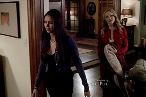 File:Elena and Caroline.jpg