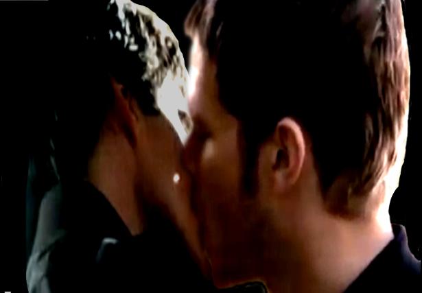 File:Klamon kiss 3.png