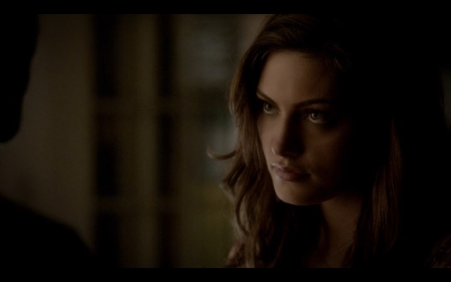 File:4x16-Hayley seduces Klaus 2.png