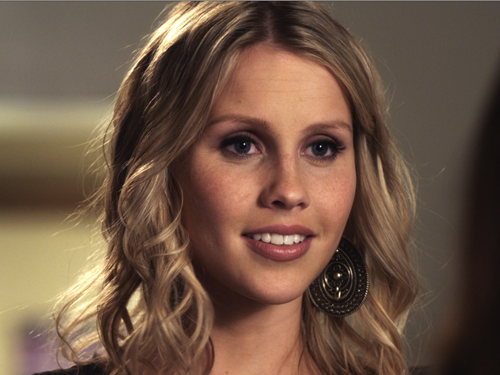 File:Pretty-Little-Liars-claireholt1.png