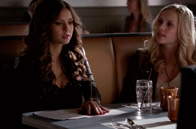 File:The-Vampire-Diaries-4x18---Katherine-e-Rebekah.jpg