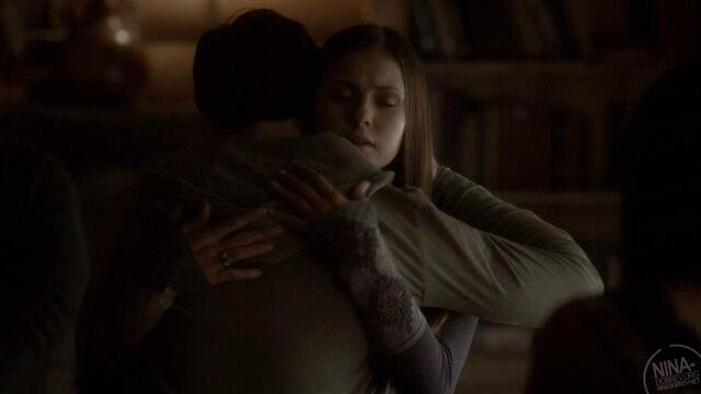 File:Jelena hug.jpg