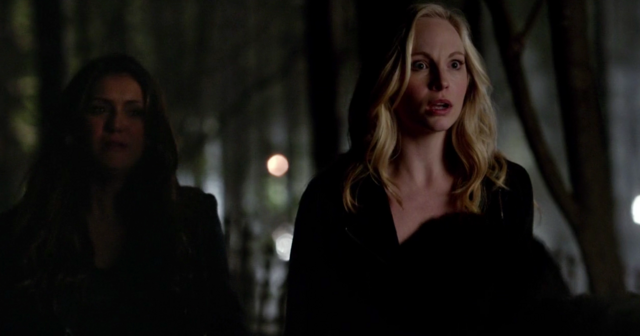 File:Elena and Caroline 5x22...png