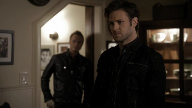 File:TVD2x15-Gilbert House 73.jpg
