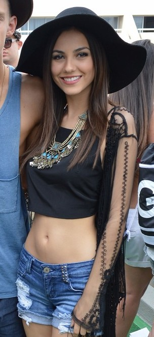 Bella thorne showing pierced nipples on snapchat