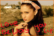 Ariana-Grande-Loves-Miley-Cyrus-Short-Haircut