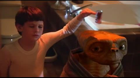 E.T. The Extra-Terrestrial - Taking a bath