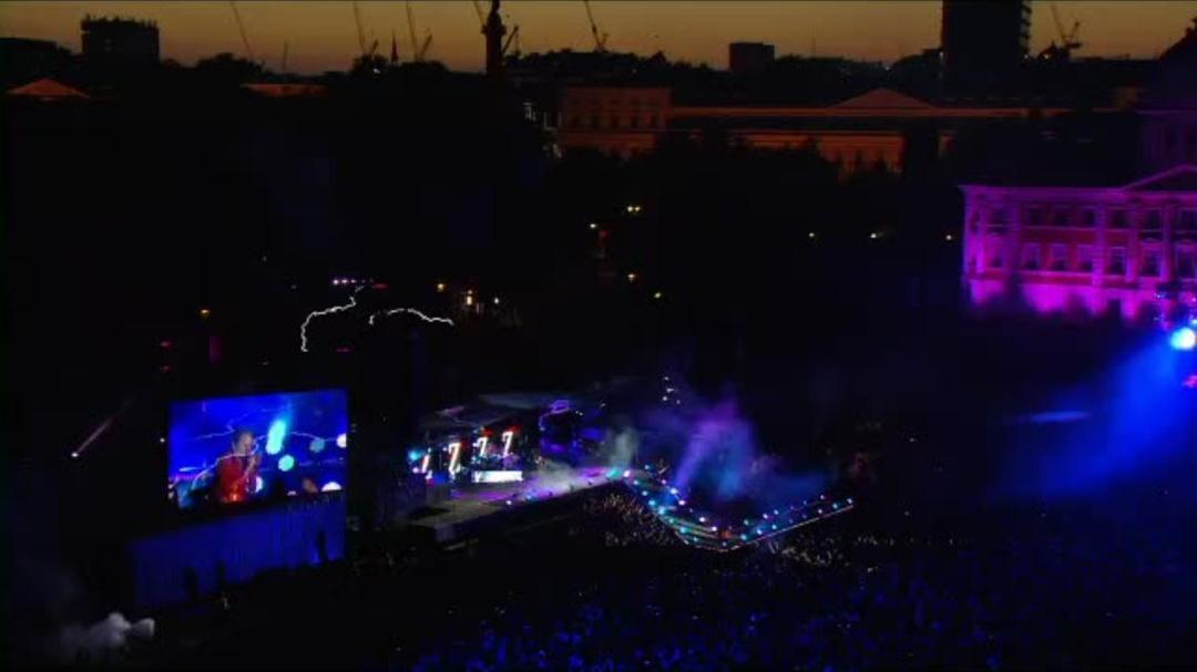 """World War Z - Muse Concert Footage """"Follow Me"""""""