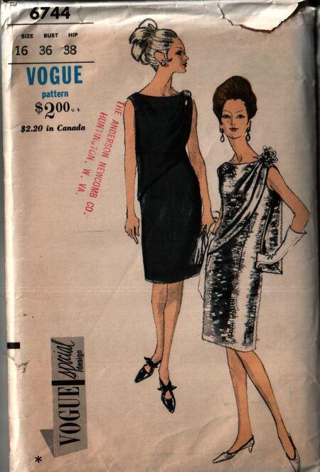 Vogue 6744 front