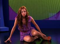 VIOLETTA-59-Camila-erra-os-passos-no-teste-300x221