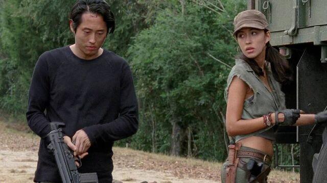 File:Glenn and Rosita 4x11.jpg