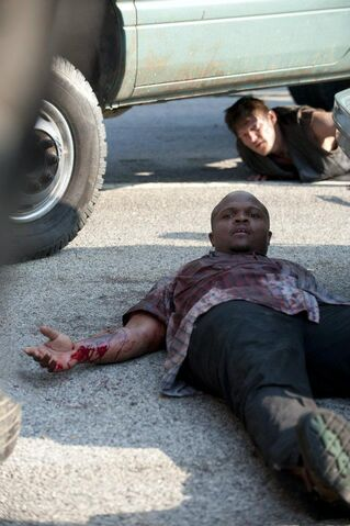 File:T-Dog and Daryl 2x01.jpg