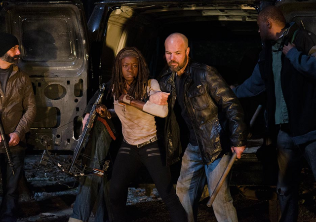 File:AMC 616 Saviors Bringing Michonne.png
