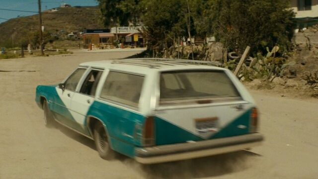 File:2.2301, FTWD Ep. 2.10 Ford LTD Country Squire