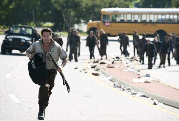 File:Watch-the-walking-dead-season-2-episode-3-megavideo.jpg