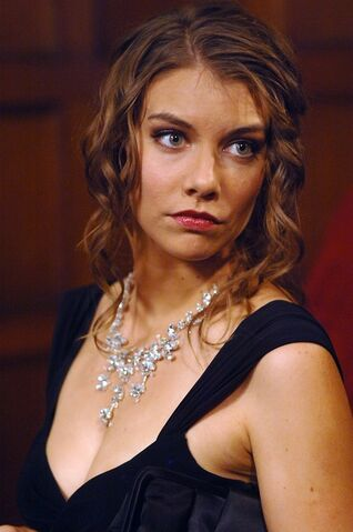 File:Lauren Cohan Necklace.jpg